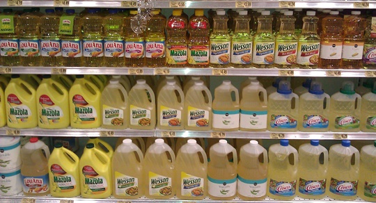 vegetable-oils-supermarket-shelves-540W