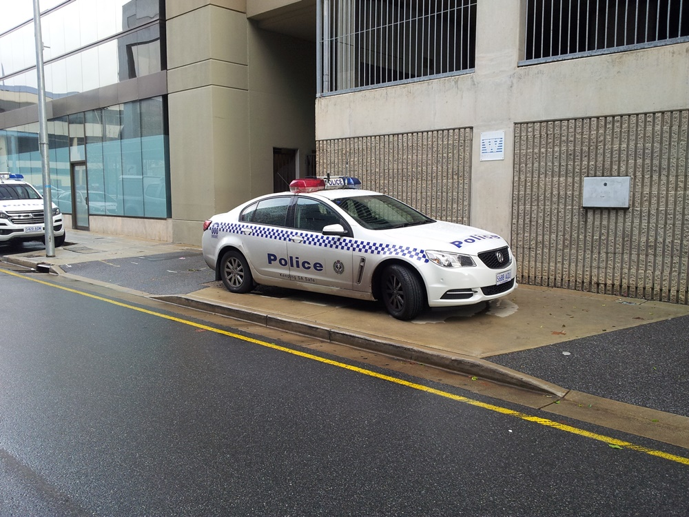 sapol-illegal-parking-bent-street-adelaide-cbd